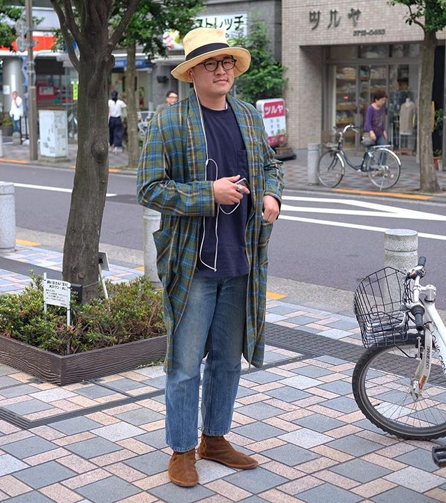 Thyre wearing bathrobes on the streets in Tokyo. ?️