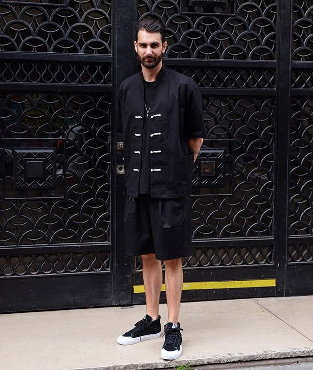 This knot button toggle closure things too fussy for me but as it's definitely a thing nowadays I liked how he's wearing it with the baggy pleated shorts. Not sure of its origin, French? Workwear? Chinese? Japanese? Like Bill, I'm out here for the love.