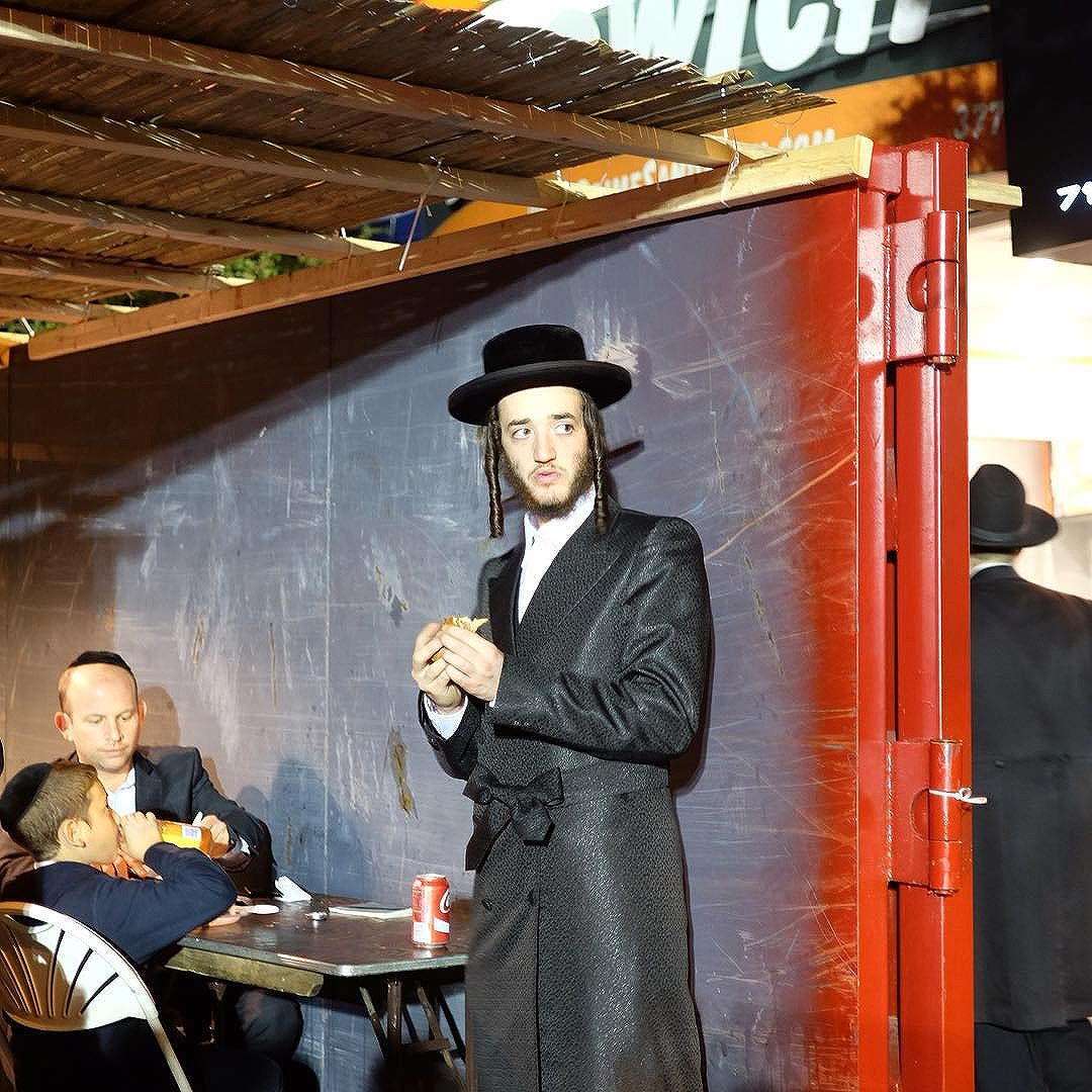 While (traditional) Chassidic men don't wear belgians nor bow ties, they do wear bows!