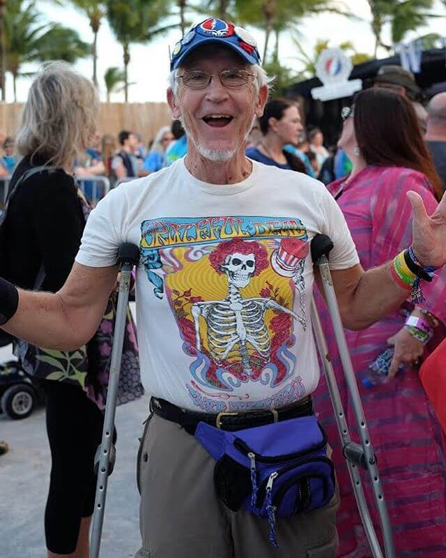 As a lover of humans and all the color and patterns they dress in, I had a ball documenting what fans wore to see @DeadAndCompany while playing in the sand for 3 shows over 4 nights.  Check the link in bio and I'll be sure to flood this beach with lots more sand in the coming hours/days. If you ask nicely I won't even stop. I'm a new fan and just getting my toes wet with this trip.