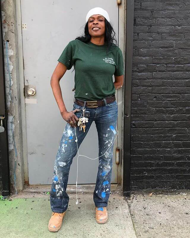 Love a construction babe Not til today have I seen a woman wear a tucked t into bootcut jeans with this much confidence! She was and is amazing.